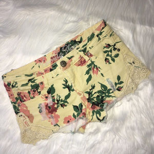 Distressed Lace Detail Floral Shorts Vanilla Star